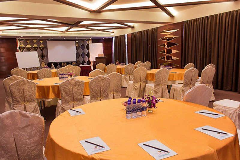 Banquet Hall - Clove