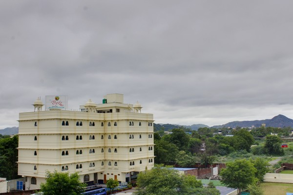 Welcome to the City of Lakes and stay at the The Byyke Riddhi Inn for all your comfort needs. Located on the Bhuwana-Bypass Road, the Hotel with its Royal structure does make it a landmark for the travelers. Once inside the Hotel, Guest surely feel Royal with all the facilities and services we offer.