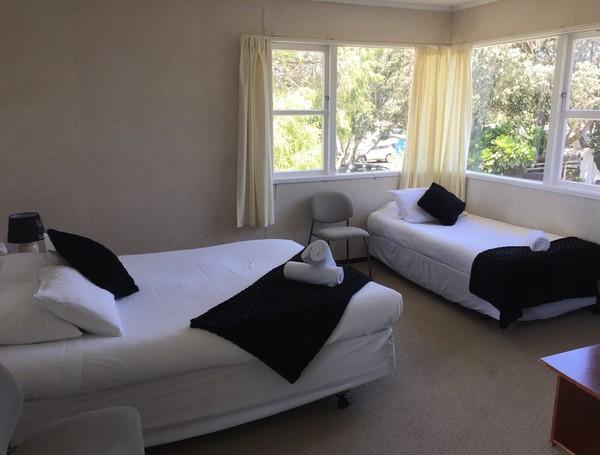 Queen & single beds