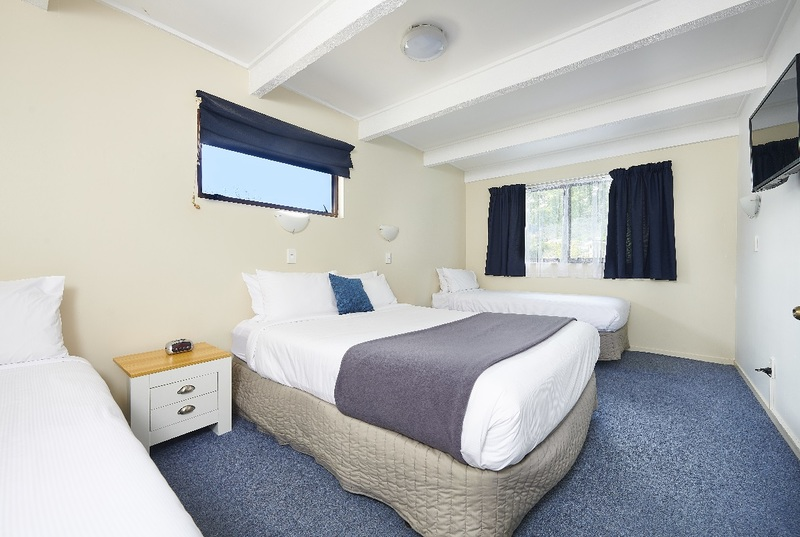 Bedroom Queen & 2x Single Bed