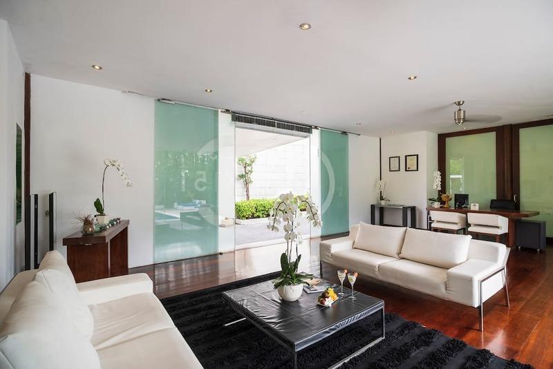 Desain Ruang Tamu Cafe  c151 smart villas at seminyak booking engine