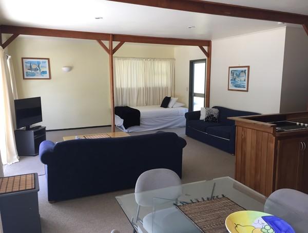 Lounge - single bed + trundler bed