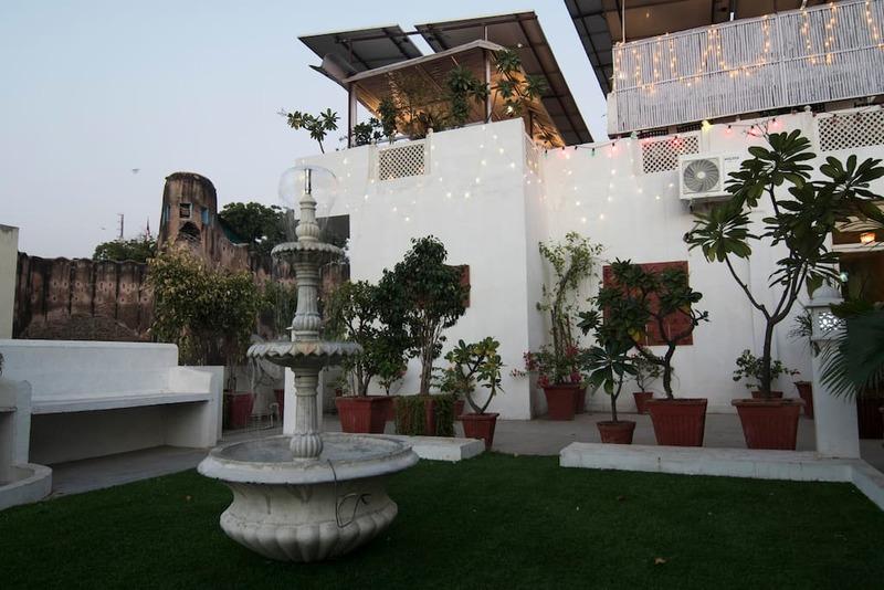 Garden Area with Fountain.