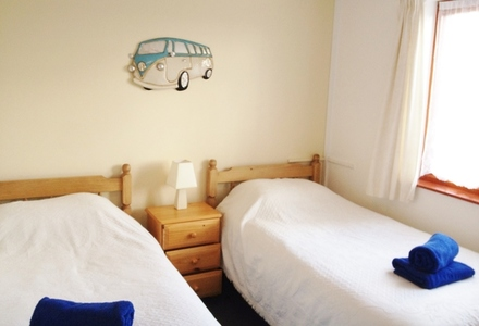 An example of a twin bed room
