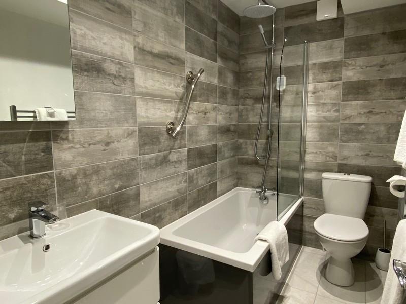 Rm 25 Bathroom