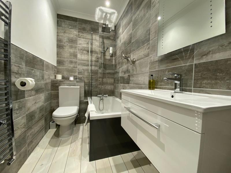 Bathroom Suite D